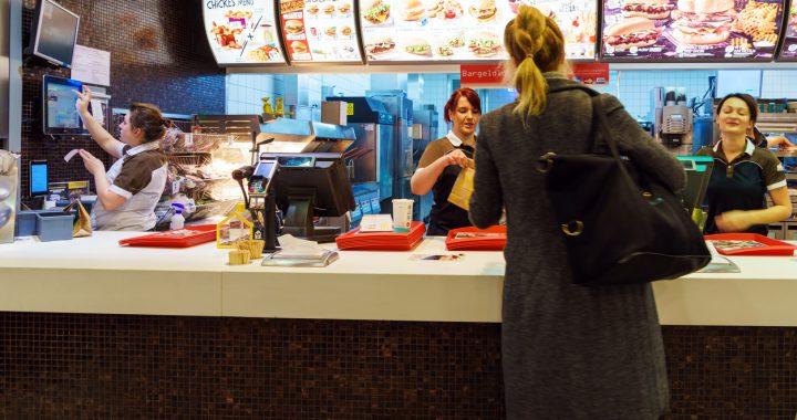 30 de ani de fast food: Mai mare varietate, dar și mai multă sare și calorii