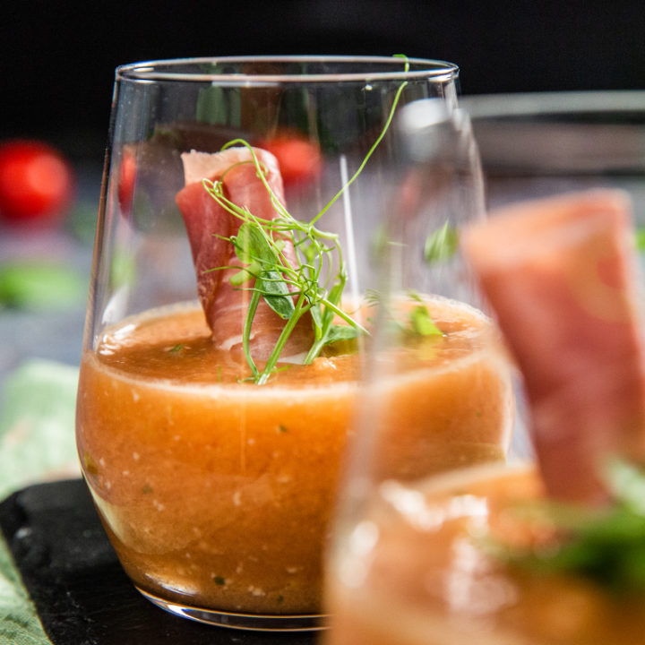 Gazpacho de roșii și pepene galben