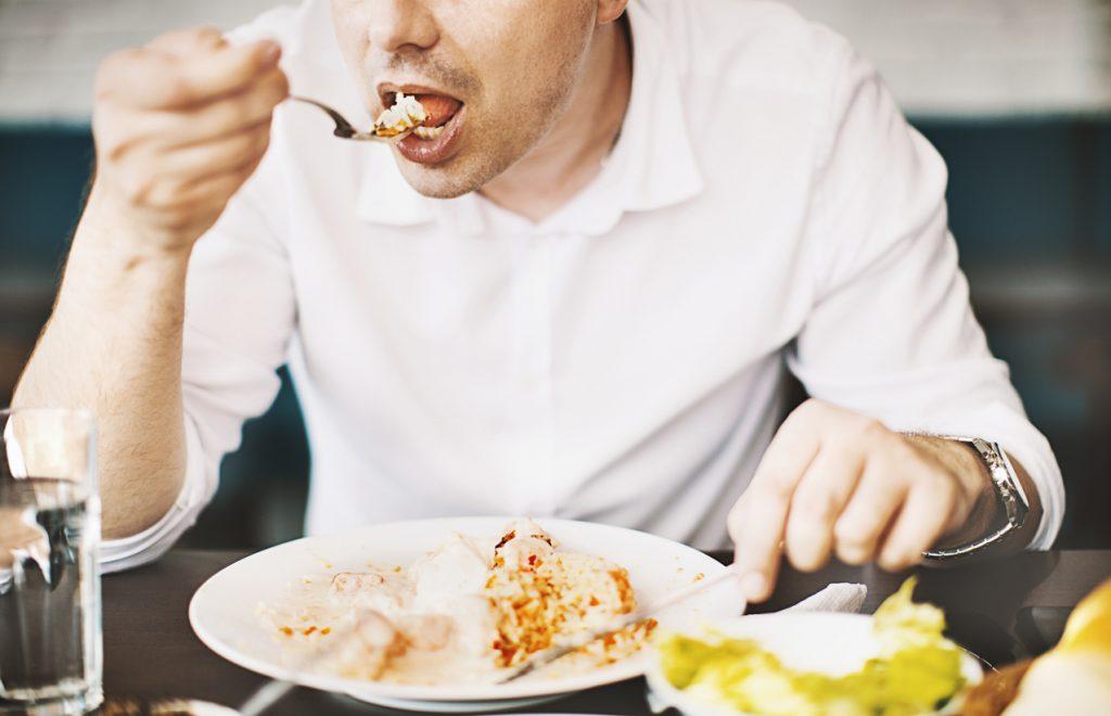 Mâncatul pe fond emoțional. De ce apare și cum să-l controlăm