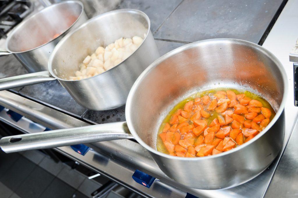 Cele mai importante 6 vase de gătit pe care trebuie să le ai în bucătărie - 3