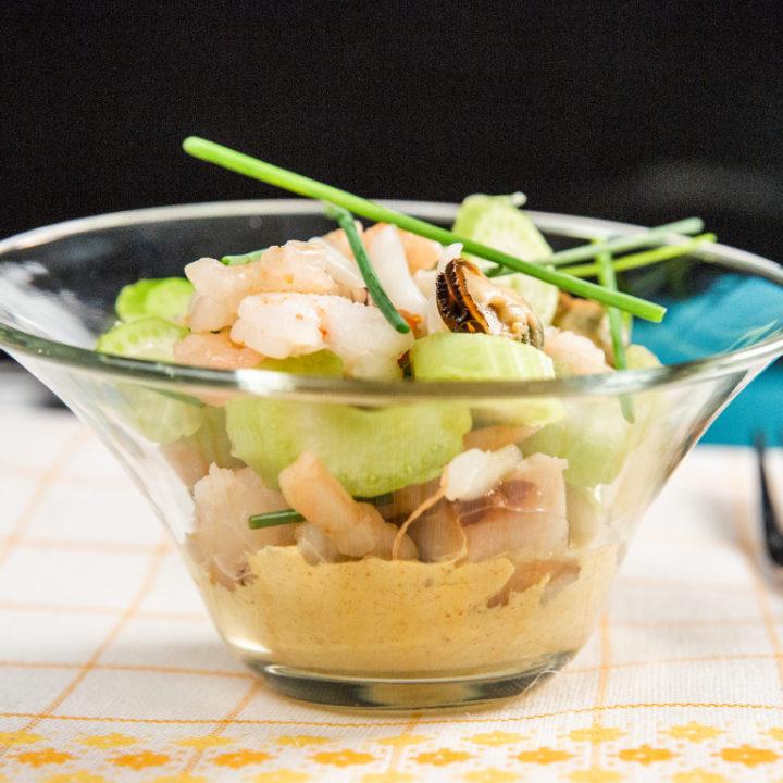 Salată cu fructe de mare și țelină