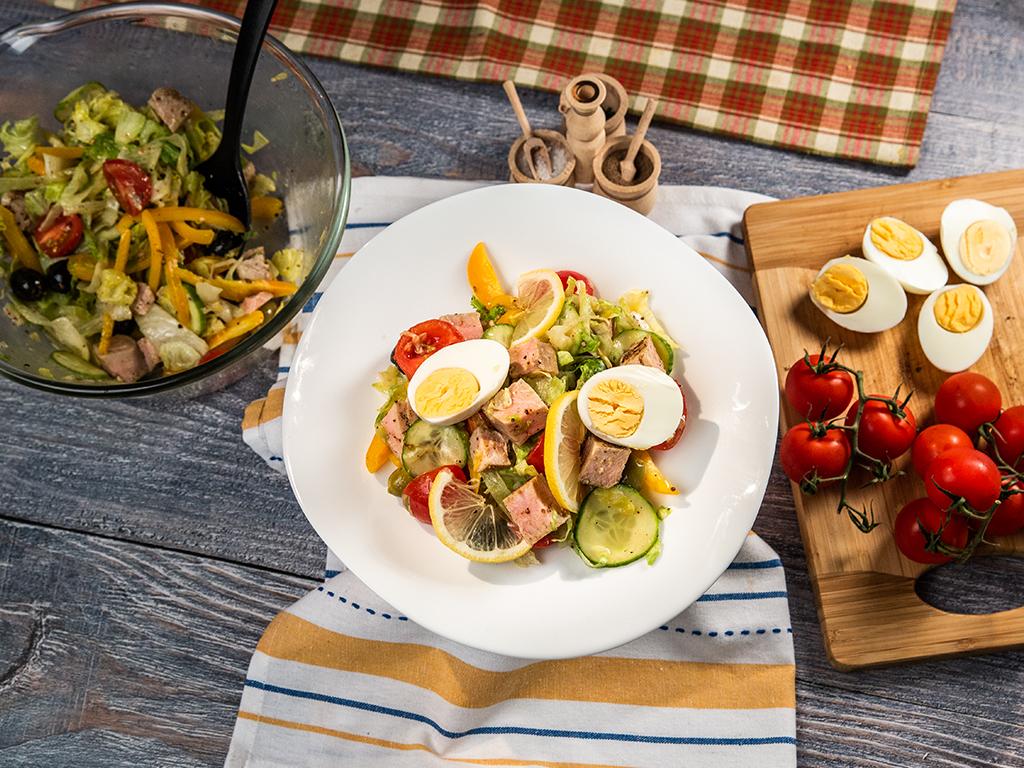 Salată cu ton roșu și dressing de muștar