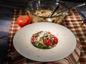 Spaghete cu roșii cherry și busuioc