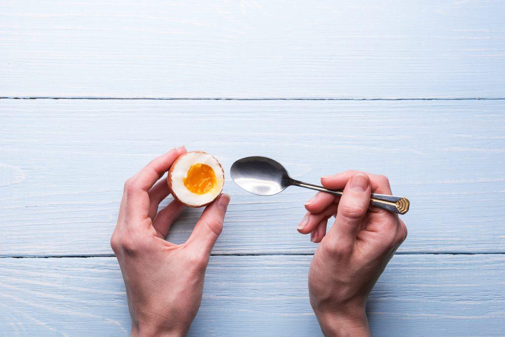 Consumul mare de ouă și colesterol din alimente crește riscul de boli de inimă