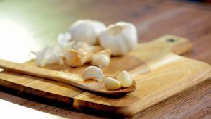 Cum să cureți usturoi în două feluri - 1