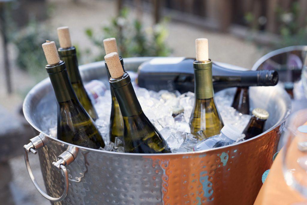 Cum să răcești vinul. Cea mai rapidă soluție, verificată de fizicieni