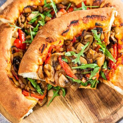 Pizza cu ciuperci și cremă de brânză