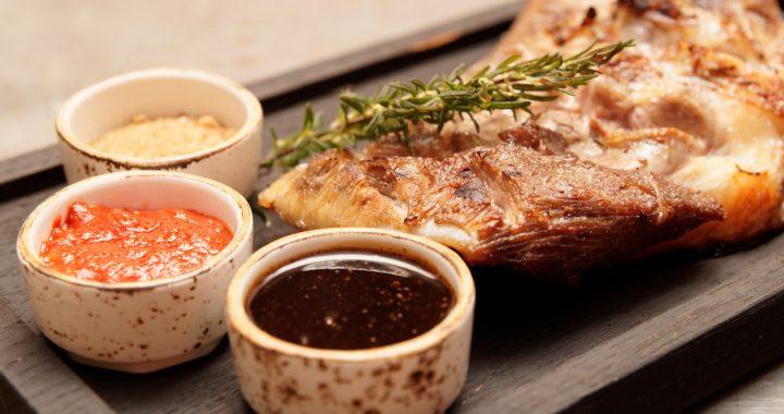 Ce să mai pui pe masa de Paști: 7 idei de sosuri pentru friptură