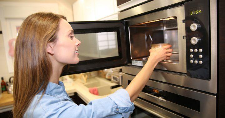 Ce să nu pui în cuptorul cu microunde. Niciodată!