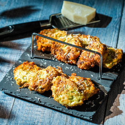 Chifteluțe de dovlecel cu brânză telemea