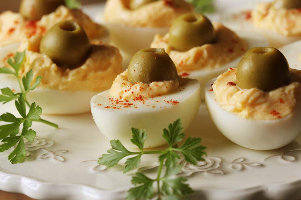 Cum să faci ouă umplute și altfel de cât folosind rețeta clasică