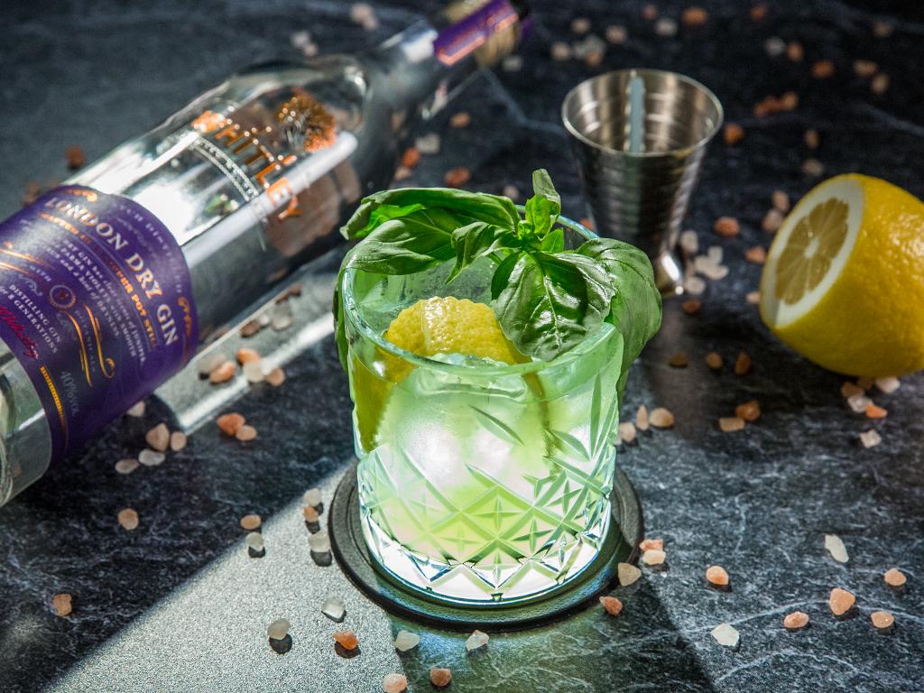 Gin cu lămâie și busuioc