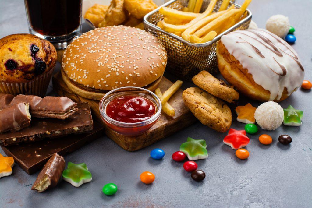 Mâncarea nesănătoasă ucide mai mulți oameni decât tutunul