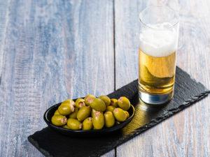 Măsline verzi umplute cu pastă de anșoa