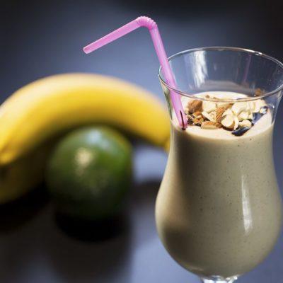 Milkshake cu banane și avocado