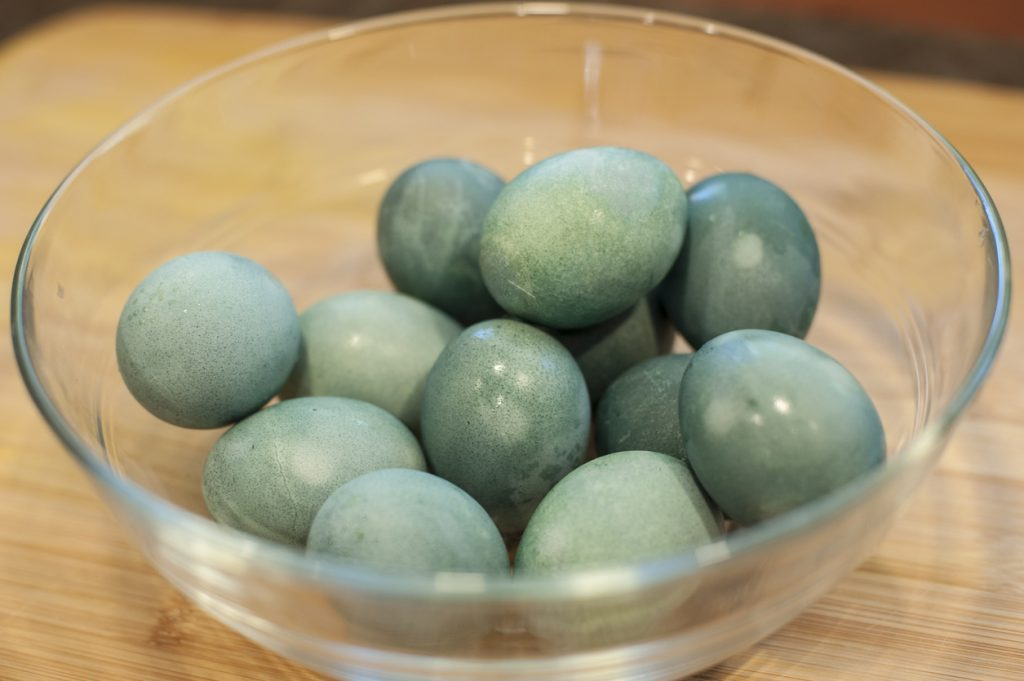 Cum să vopsești ouăle de Paști folosind culori naturale - 2