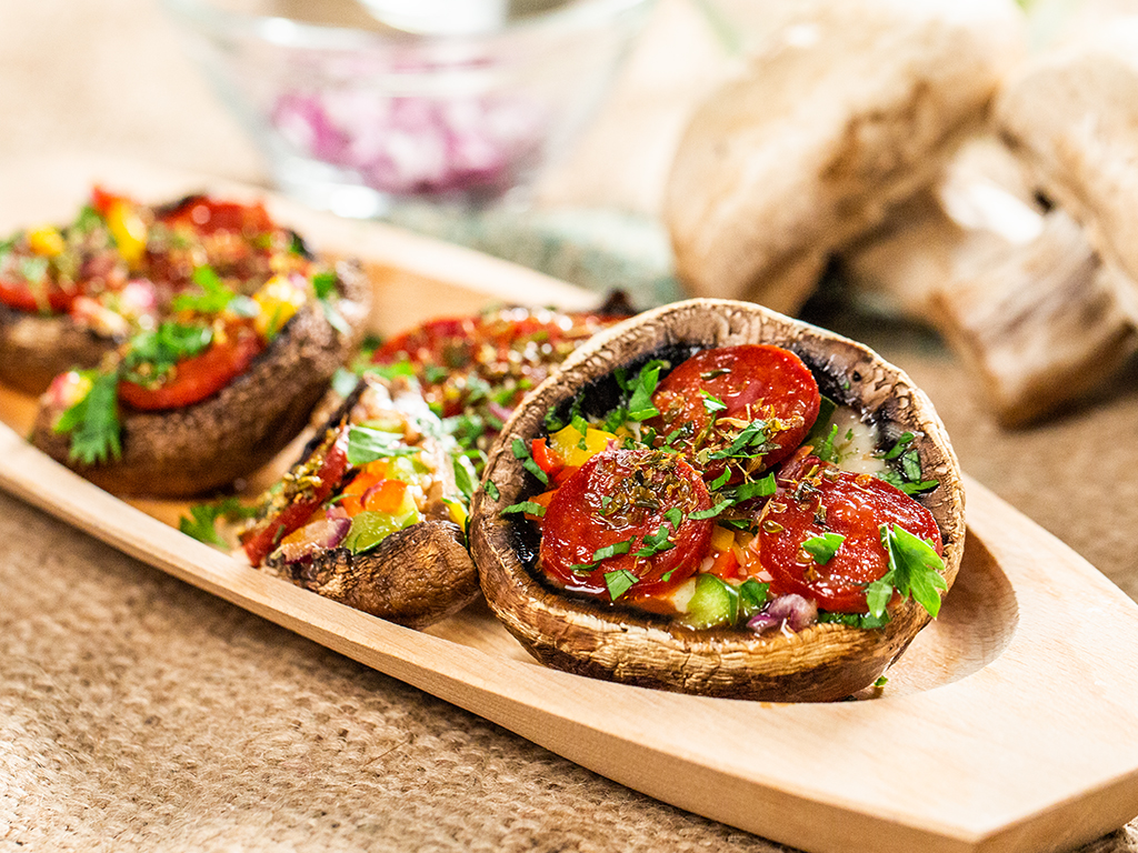 Ciuperci umplute cu chorizo și cașcaval