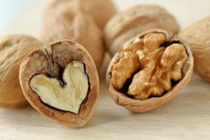 Nucile ajută la scăderea tensiunii arteriale