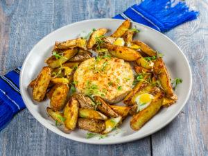 Cartofi copți cu brânză Camembert și ouă de prepeliță
