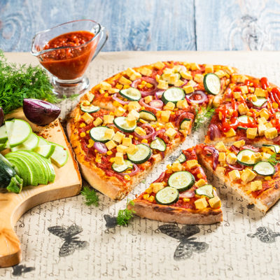 Pizza cu tofu și sos marinara