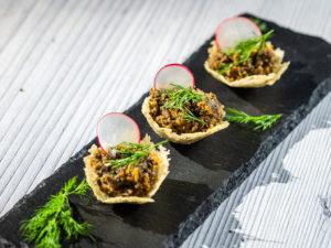 Coșulețe din parmezan umplute cu ciuperci