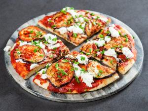 Pizza la tigaie cu vinete și ricotta