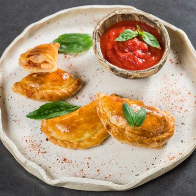 Empanadas cu salam și cașcaval