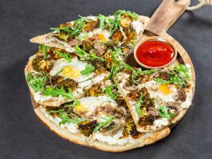Pizza cu ricotta, broccoli și ou - 1