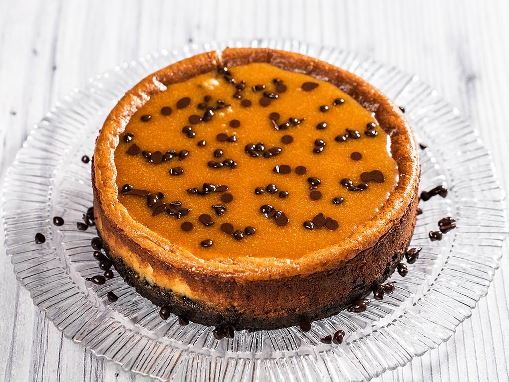 Cheesecake cu caramel sărat și biscuiți Oreo