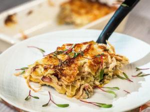 Lasagna cu piept de pui, bacon și spanac