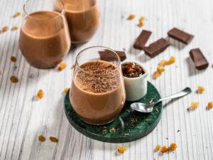 mousse-de-ciocolata-cu-jeleu-de-vin-si-stafide