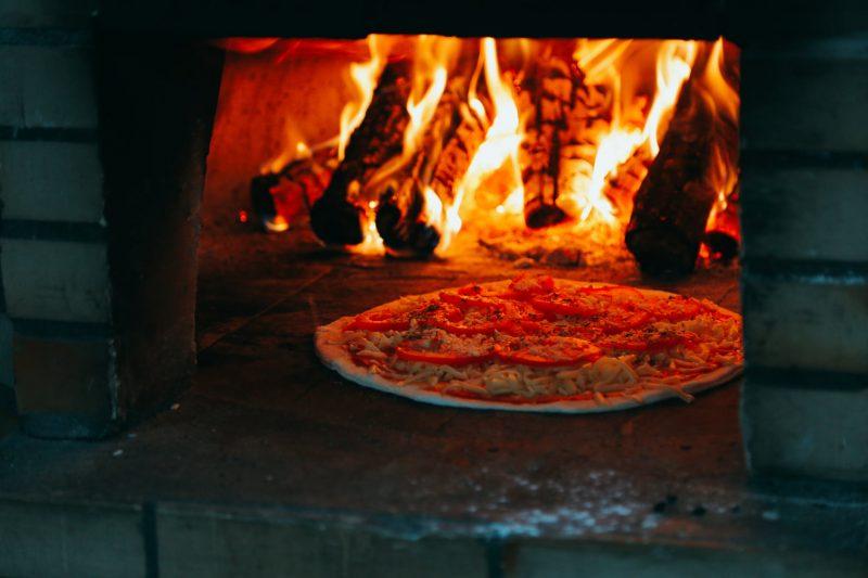 Pizza în cuptor