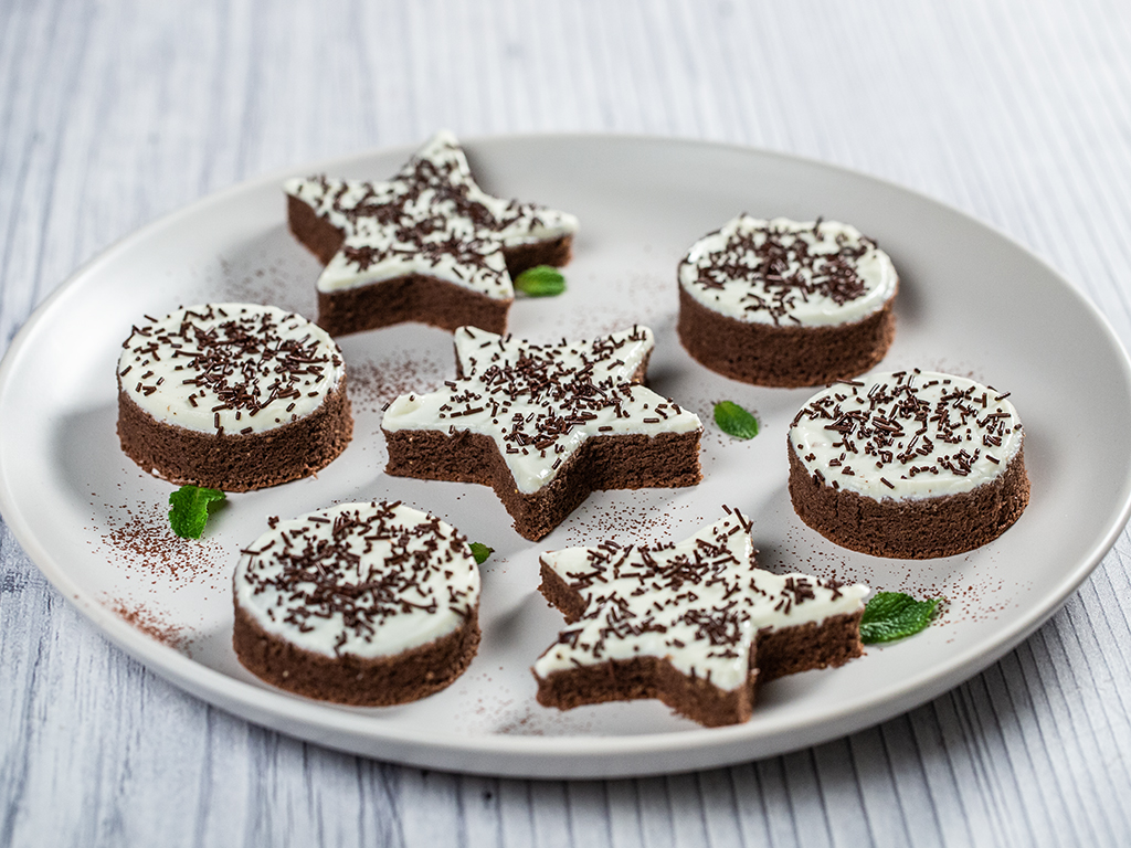 prajiturele-cu-cacao-si-crema-de-branza