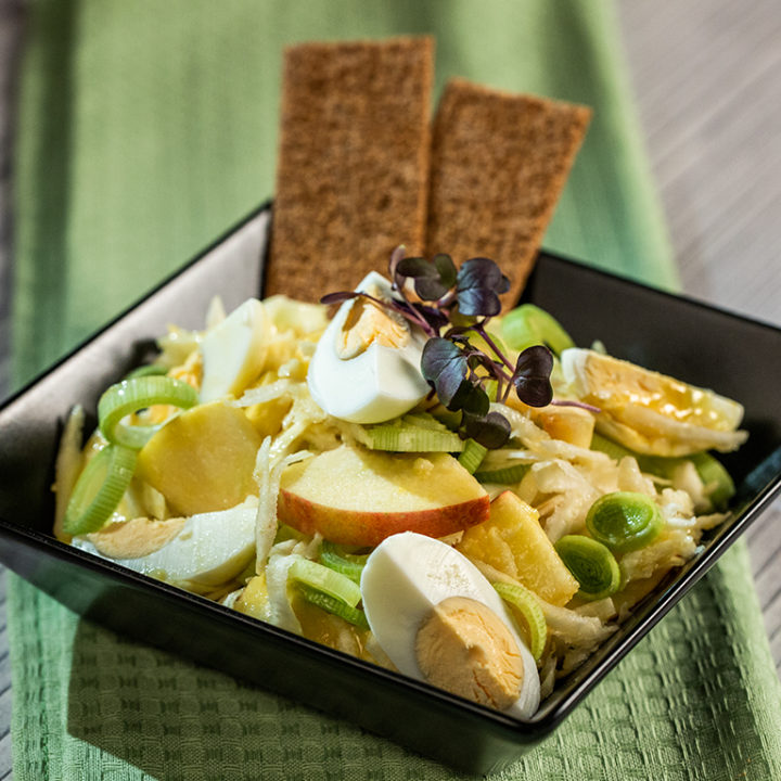 Salată de crudități cu ou fiert