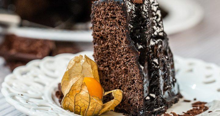 Tort de ciocolată glazurat