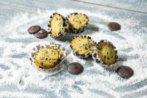 Brioșe sănătoase cu fulgi de ciocolată