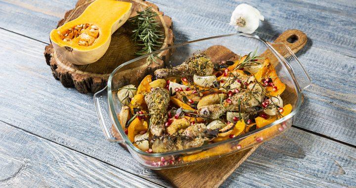 Ciocănele de pui cu legume de toamnă, la cuptor