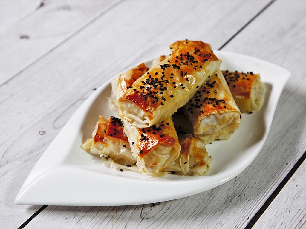 Rulouri cu salam și brânză de capră