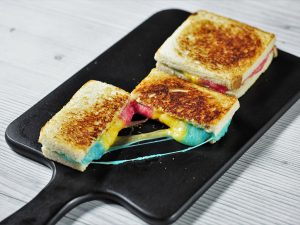 Sandviș cu mozzarella în 3 culori