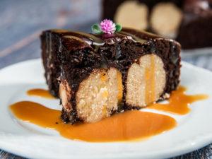 Tort de ciocolată cu biluțe de cocos