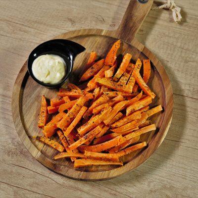 Cartofi dulci la cuptor, cu usturoi și oregano