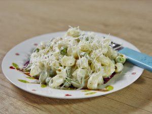 Macaroane cu cremă de brânză și mazăre