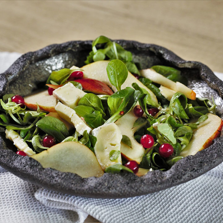 Salată cu pere, valeriană și brânză Brie
