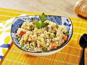 Stir-fry cu orez, pui și legume