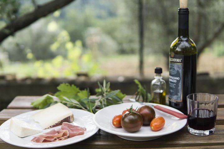 Cum alegi vinul de pe masa de sărbători?