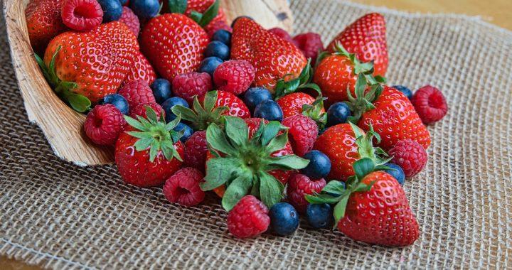 Căpșunele sunt printre fructele cele mai bogate în fier