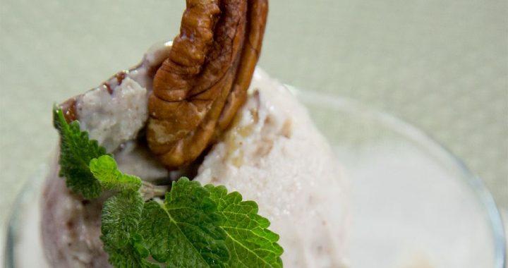 Înghețată cu lapte de cocos și nuci pecan