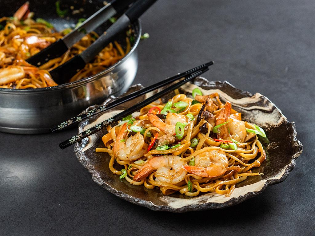 noodles-cu-creveti-si-ciuperci-shiitake