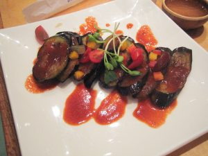 Aroma mediteraneană din farfurie: vinete cu sos picant - 1