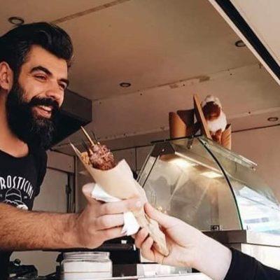 Andrei Isac în food truck-ul Arrosticini